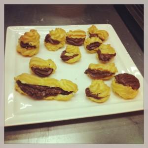 Pasta choux rellena de mousse de chocolate