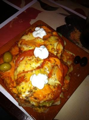 Pa amb oli de pollo (lechuga, pollo a la plancha, tomate natural, queso, tomate frito y all i oli)