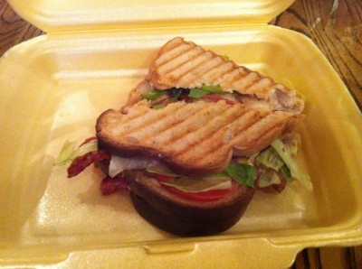 Sandwich BLT con pan sin gluten