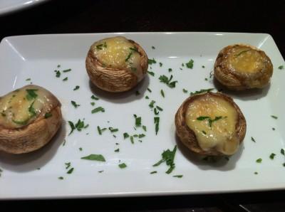 Champiñones rellenos de queso brie