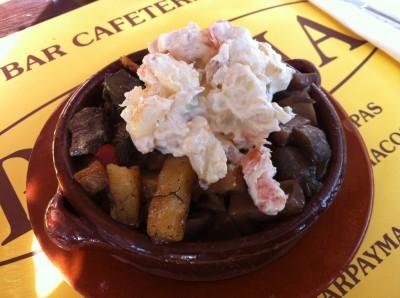 Variat con ensaladilla, champiñones, frit y pica-pica