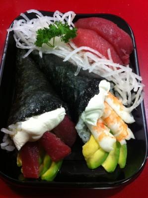Temaki de atún, Temaki de langgostino y niguiri de atún.