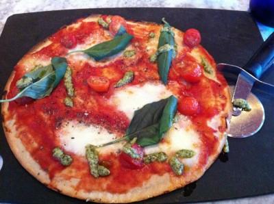 Pizza Pomodoro Pesto