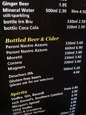 Carta de bebidas donde dicen que tienen varias cervezas sin gluten
