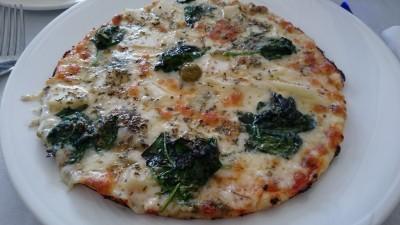 Pizza con espinacas, pera y gorgonzola